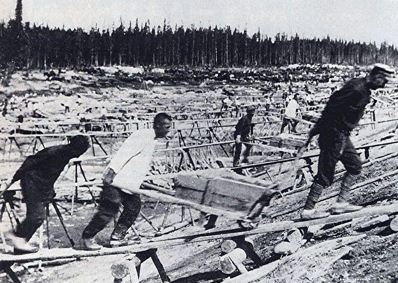 Bau des Ostsee-Weißmeer-Kanals. Auf dieser Großbaustelle wurden auch Sondersiedler als Zwangsarbeiter eingesetzt. (1932) Gemeinfrei
