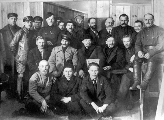 Delegierte des 8. Kongresses der russsischen KP (Bolschewiki), Februar 1919. Autor Unbekannt, Gemeinfrei