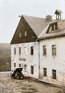 Die älteste Fotografie von Großvaters erstem Auto, ca. 1910