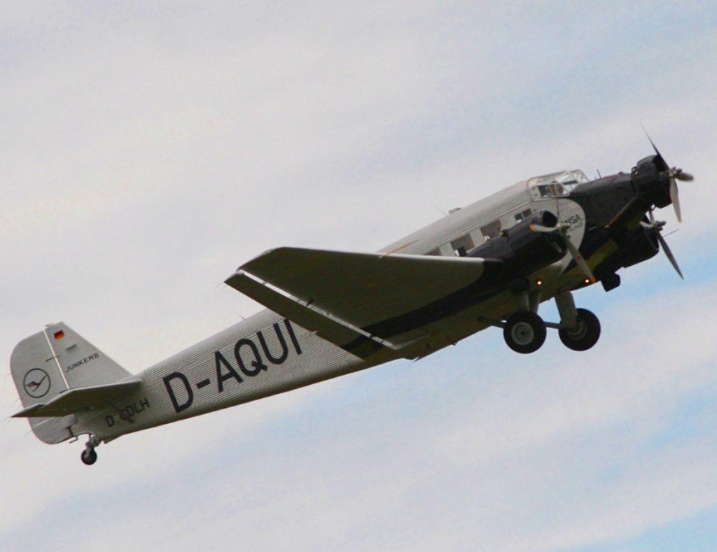 """""""Tante Ju"""" - offiziell: Hugo Junkers' unverwüstliche Ju 52/3m, die im Krieg viele Menschenleben gerettet hat. das tun Erb- und sonstige Tanten heutzutage auch."""