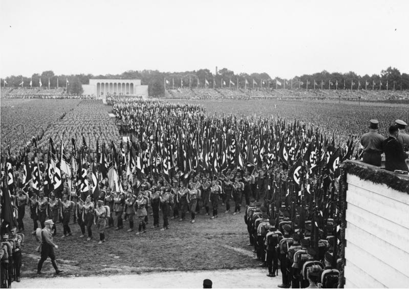 Reichsparteitag 1933, Aufmarsch der Fahnen der SA. Von Bundesarchiv, Bild 183-1987-0410-501