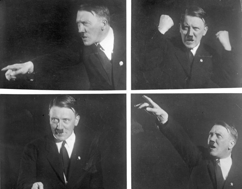 """Bundesarchiv Bild 102-10460, Adolf Hitler, Rednerposen"""" von Bundesarchiv, Bild 102-10460 / Hoffmann, Heinrich / CC-BY-SA. Lizenziert unter CC BY-SA 3.0 de über Wikimedia Commons"""