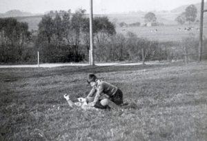 Raufende Jungs in den 1950er Jahren