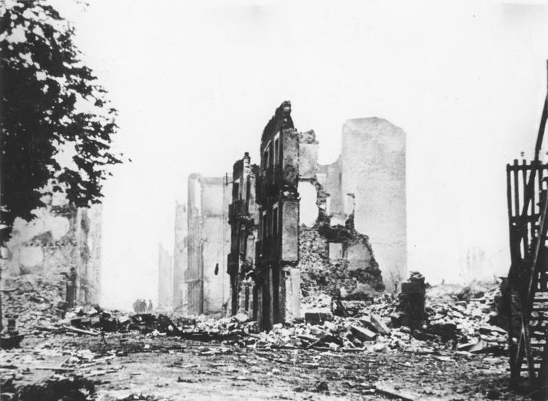 Die Ruinen von Guernica Das von der Legion Condor zerstörte Gernika. Von Bundesarchiv, Bild 183-H25224 / Unbekannt / CC BY-SA 3.0 de