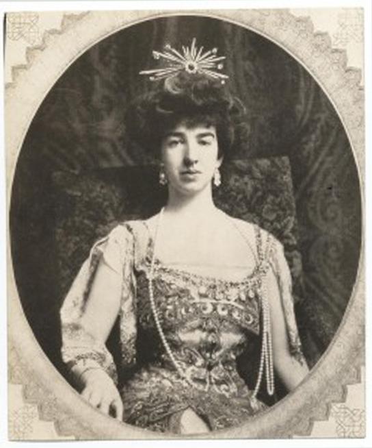 Mrs Vanderbilt - einsam durch Facebook und Co