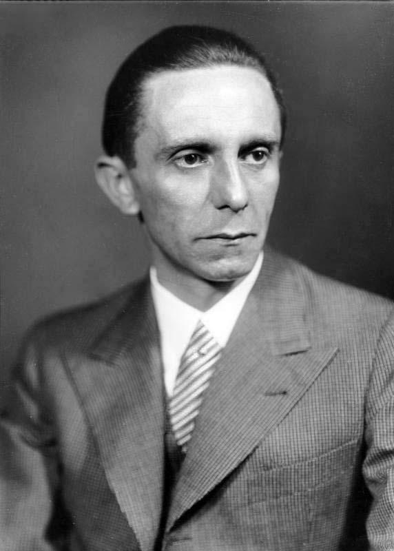 Goebbels, Joseph: Reichsminister für Volksaufklärung und Propaganda, Gauleiter Berlin, Deutschland Von Bundesarchiv, Bild 146-1968-101-20A / Heinrich Hoffmann / CC-BY-SA 3.0, CC BY-SA 3.0 de