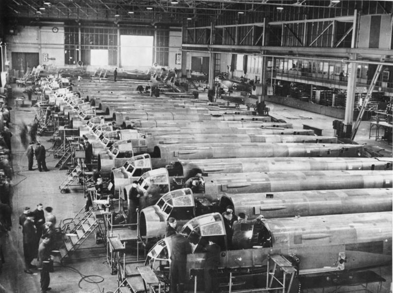 Im Dritten Reich wurde mehr als die Hälfte der Rüstungsproduktion (hier: Flugzeuge) mit sogenannten Mefo-Wechseln bezahlt